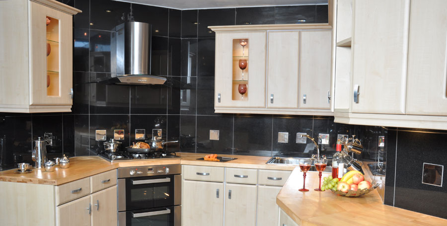 Home kitchens diy diy kitchens do it yourself kitchens maple effect kitchen complete with solid birch worktops and appliances cost just a 795 solutioingenieria Image collections