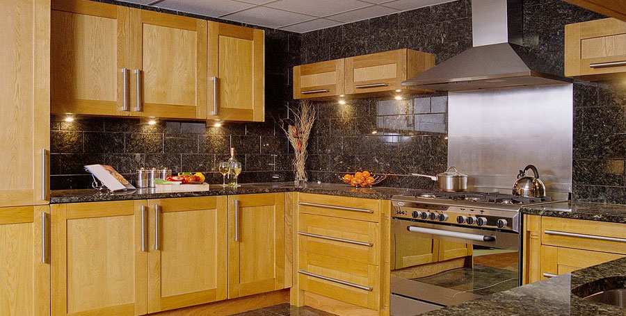 Home kitchens diy diy kitchens do it yourself kitchens solid oak framed shaker style kitchen complete with range cooker and granite worktops 1195 all these cabinets doors solid granite worktops and appliance solutioingenieria Image collections